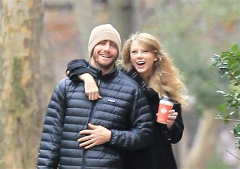 taylor swift and jake gyllenhaal scarf asking about taylor swift s scarf shows you didn t listen