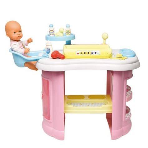 les concepteurs artistiques table a langer avec baignoire