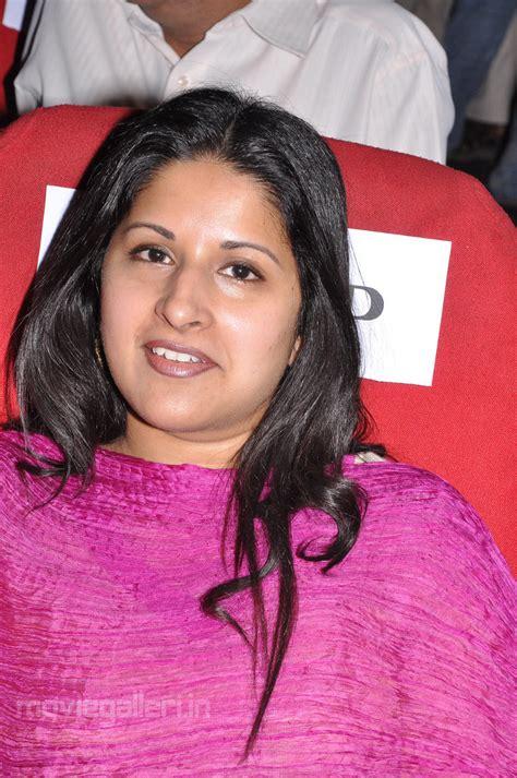 actor vijay sangeetha photos vijay wife sangeetha stills sangeetha vijay photos cinindya