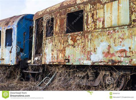 carrozze ferroviarie carrozze ferroviarie arrugginite immagine stock immagine