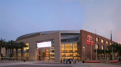 Rockets Toyota Center Being Used As Shelter For