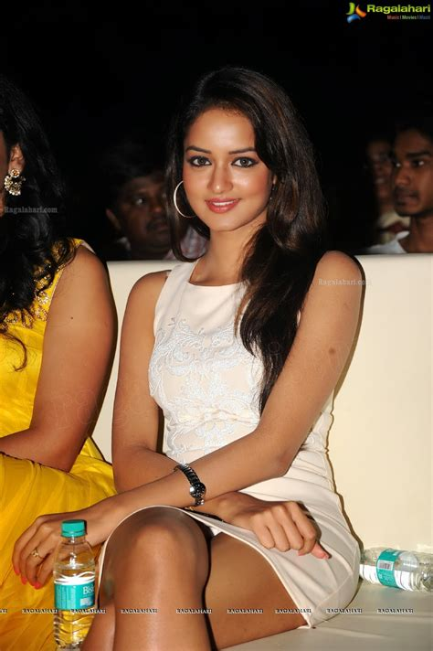 south actress thigh pics south indian actress shanvi milky thigh show hot images