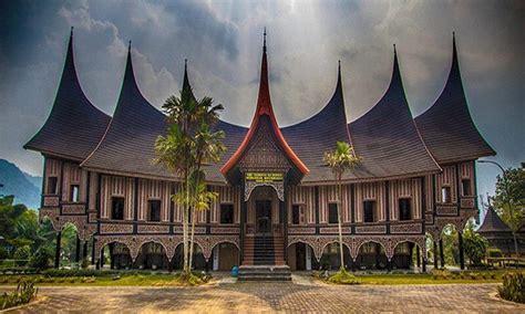 Rumah Adat Suku Minangkabau