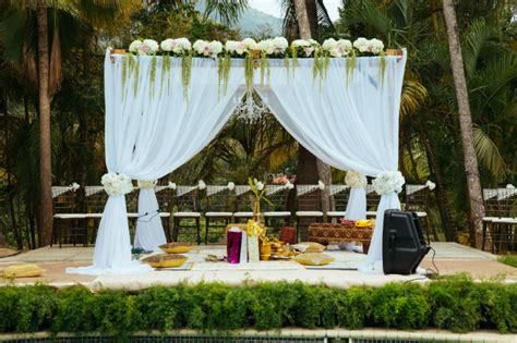 drew manor charming countryside hindu wedding