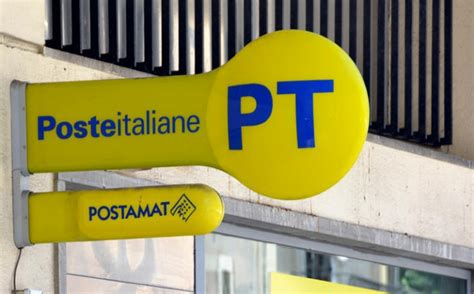 ufficio postale orario crolla soffitto ufficio postale a napoli dipendente ferito