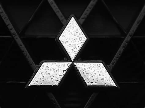 mitsubishi badge mitsubishi logo mitsubishi car symbol meaning and history
