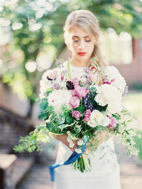 5 of the prettiest spring wedding bouquets ever the most beautiful spring bridal bouquets chic vintage