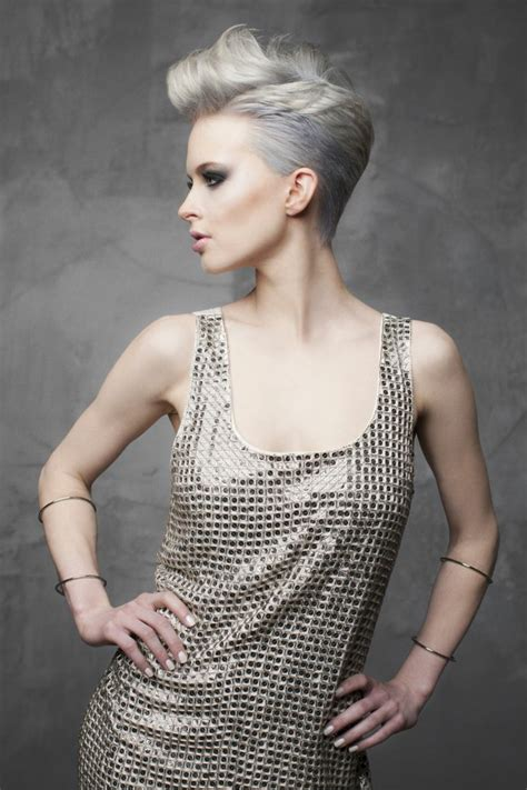 haarfarbe silberblond gewagter beauty trend mit