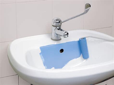 verniciare le piastrelle vernice per piastrelle sottosopra per rinnovare il bagno
