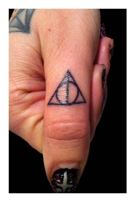 finger tattoo gallery 100 s of finger tattoo design ideas picture gallery