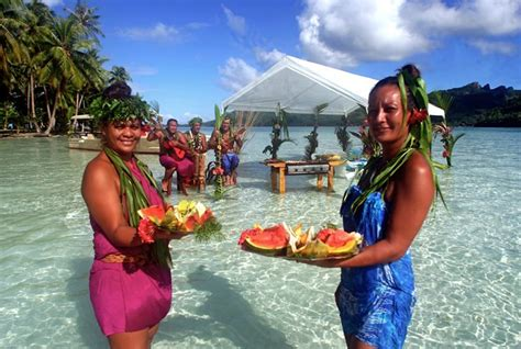 french polynesian people by island