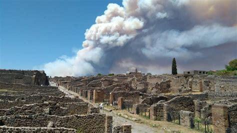 vesuvio testo incendio sul vesuvio il fumo tra gli scavi di pompei