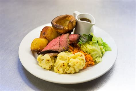 sunday lunch with for the where to get the best sunday roast in the cotswolds
