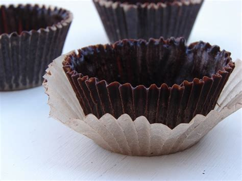 Cho Late Cups And Spoons Use As A Shell For Desserts