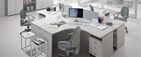 disposizione scrivanie ufficio scrivanie ufficio direzionali operative design
