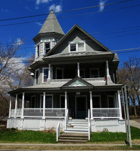 real estate auction company