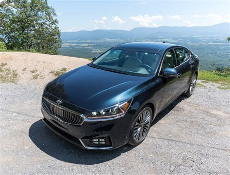 How Much Is A Kia Cadenza 2017 Kia Cadenza Sxl The Awesomer