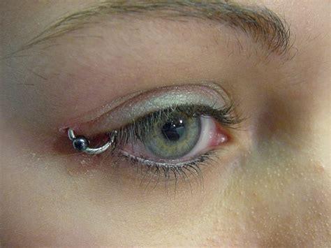 eye piercing on