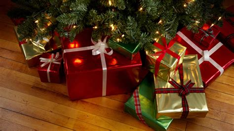 images of christmas gifts under the tree 10 christmas gifs to make you feel like giving presents