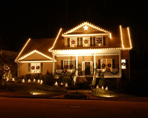 outdoor decorating services rooftop elves is your choice for outdoor lighting