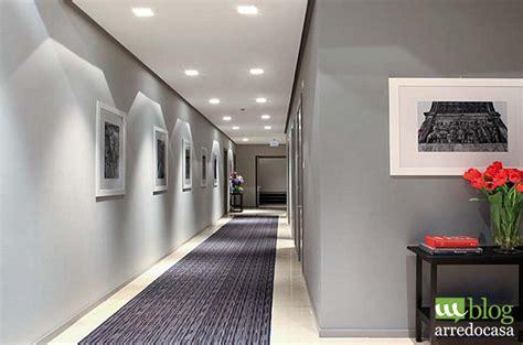 illuminazione per corridoio illuminazione corridoio casa il corridoio come una galleria