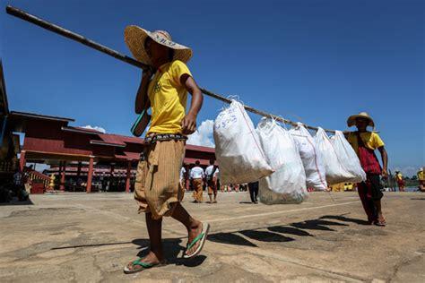 Lu Stop Carry 10 Pv10 inle lake volunteers talk trash at myanmar pagoda festival