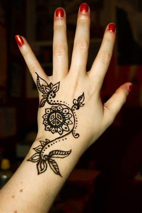 birthday tattoos designs 46 best birthday henna images on henna tattoos