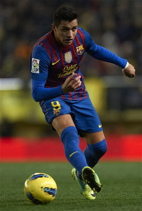 alexis sanchez on barcelona alexis sanchez pictures villarreal cf v fc barcelona