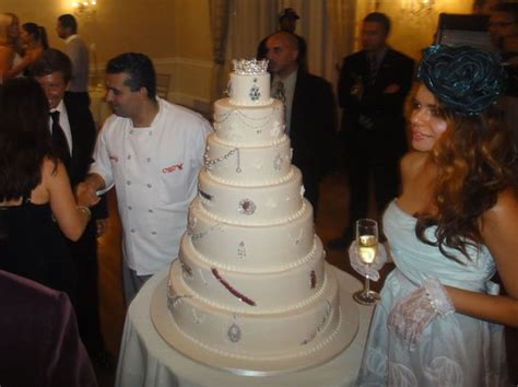 worlds  expensive cake  decked   million worth  jewels