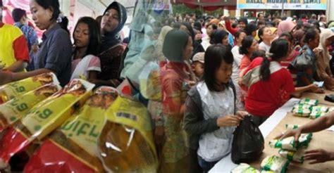 Paket Sembako Murah ribuan warga cimahi serbu paket sembako murah pojok bandung