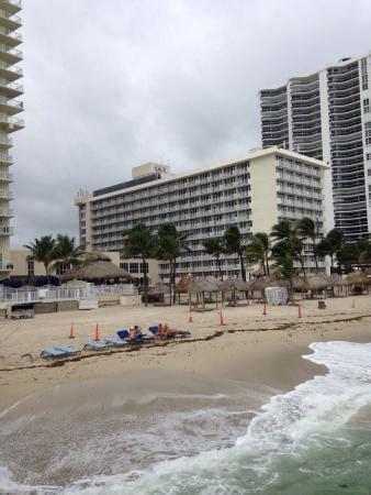 imagenes del hotel newport miami coconuts tiki bar at newport beachside hotel resort