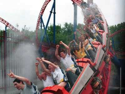 theme park disasters 12 six flags amusement park accidents we d all like to