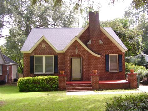 brick bungalow charming brick bungalow in the of shandon 2914