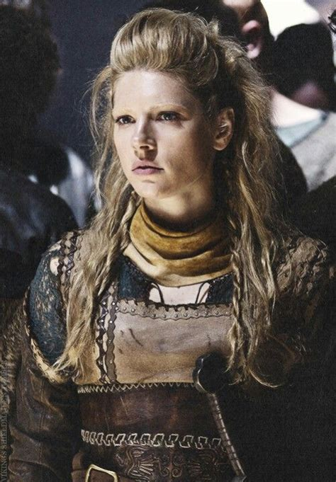 how did lagertha shield maiden die katherine winnick as lagertha babes pin ups