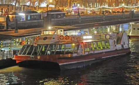 thames river cruise accident passengers evacuated from thames cruise boat bringing