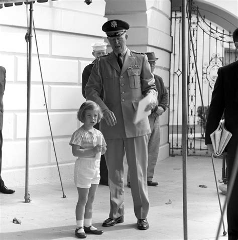 kennedy white st 159 19 62 caroline kennedy watches president john f kennedy s helicopter depart white house