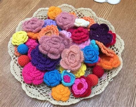 fiori a maglia fiori lavorati a maglia immagine stock immagine di