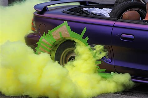 colored burnout tires color burnout tires how to make coloured burnout smoke