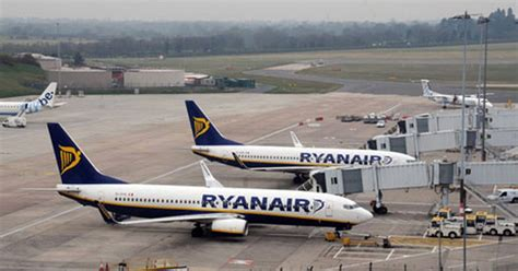 Ryanair flight circles for 35 minutes before returning to