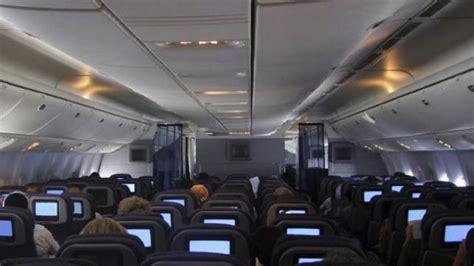 tips naik pesawat sendirian tips untuk penyandang disabilitas yang naik pesawat tanpa