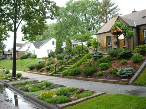 sloped front yard landscaping 25 best ideas about sloped front yard on