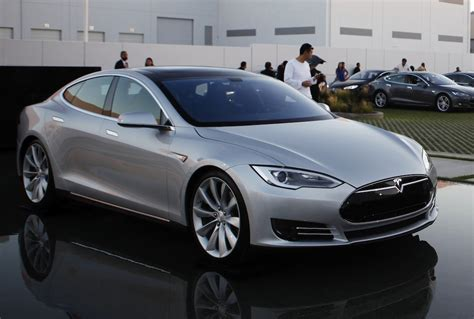 Gm Tesla Gm To Challenge Tesla With Its Own Range Electric Car