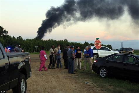 boat crash yuma az marines airplane crashes in mississippi killing 16 people