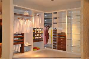 Bedroom Cabinet Designs For Small Spaces Philippines Dise 241 O De Estilo Contempor 225 Neo Armarios De Los Dormitorios