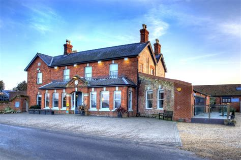 puppy manor titchwell manor hotel norfolk can travel pet friendly locations uk