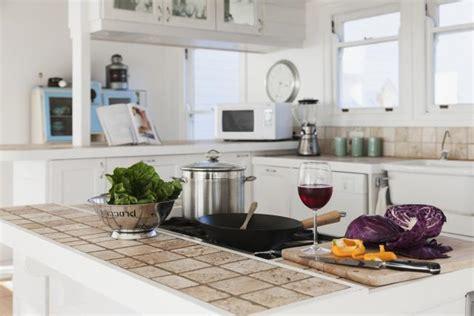 piastrelle per piano cucina home staging consiglio i compratori amano i piani da