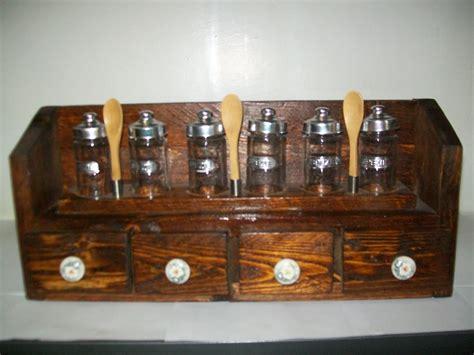 portaspezie legno portaspezie in legno con sei contenitori in vetro 4