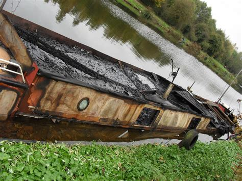 boat safety week uk firefighters promote boat fire safety week