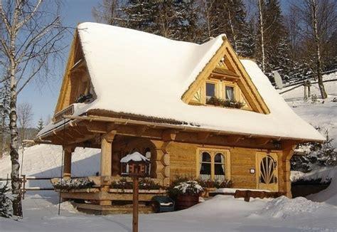 casa mica din lemn cu 3 camere proiect detaliat si poze