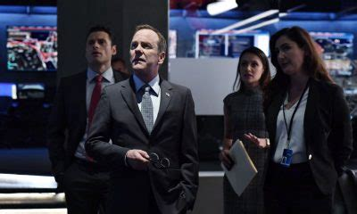 designated survivor season 2 cast designated survivor review setting precedent to save lives